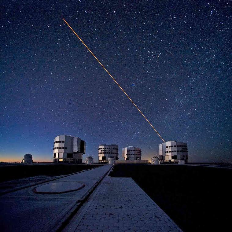 Огромный телескоп на горе Параналь в Чили.